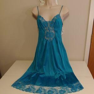 Vintage 70s Henson Kickernick teal nightgown
